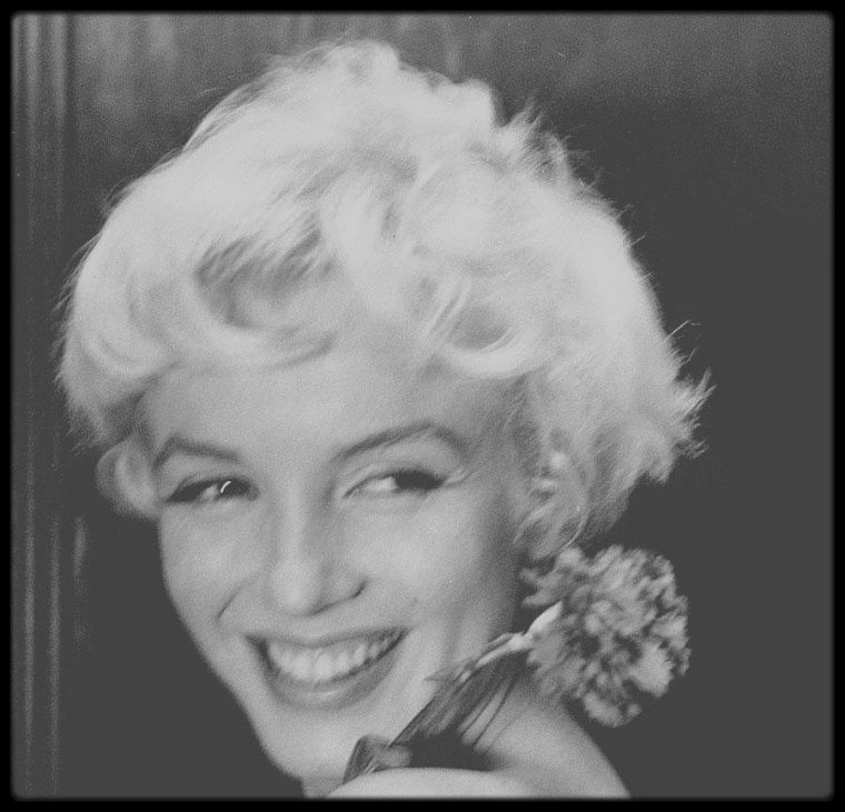 22 Février 1956 / « Si Dieu n'avait fait la femme, Il n'aurait pas fait la fleur » (Victor HUGO).