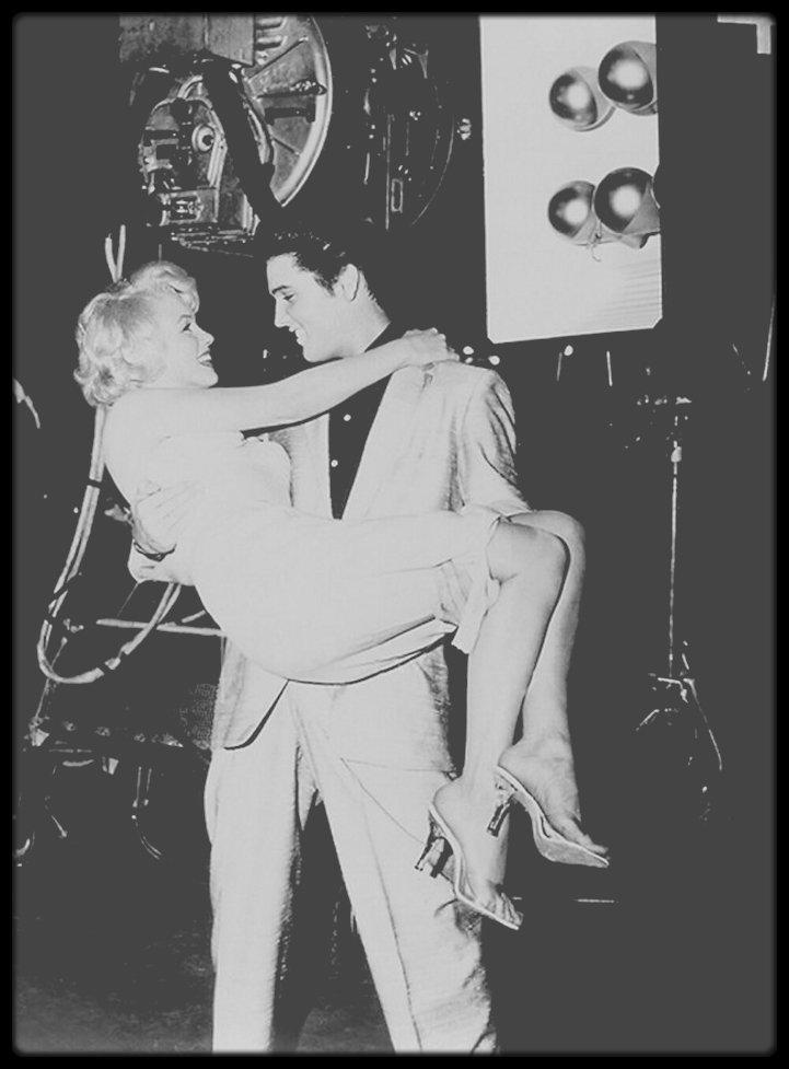 """1957 / INFO ou INTOX ? / Cette année là, Marilyn aurait eu une aventure d'un soir à """"l'Hôtel Beverly Wilshire"""" avec Elvis Presley, 10 ans son cadet, selon les dires de l'ancien agent du rocker Byron RAPHAËL à une entrevue au """"New York Post"""", il aurait gardé le secret depuis 50 ans pour ne pas nuire à leurs carrières respectives. (photo montage, car il n'existe aucune photo de Marilyn et d'Elvis ensemble, on aimerait bien !)."""