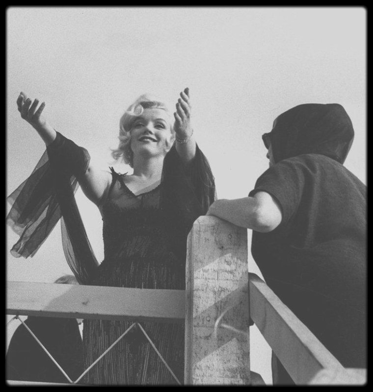 "1958 / Sur le tournage du film ""Some like it hot""."