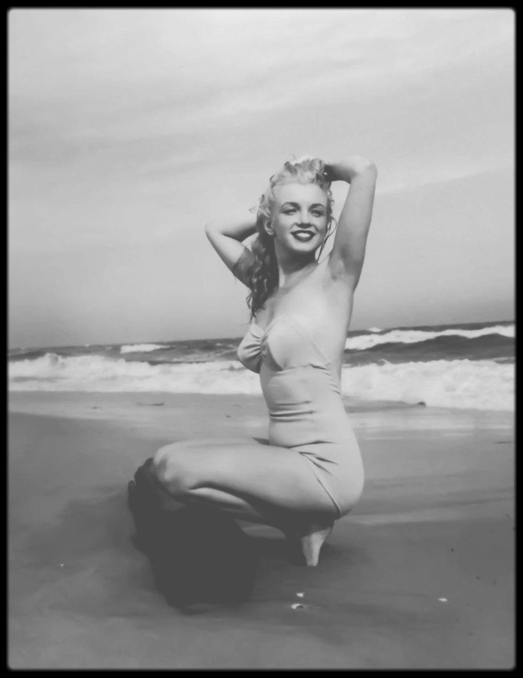 1949 / (Part III) Long Island, Tobay beach, young Marilyn sous l'objectif d'Andre DE DIENES.