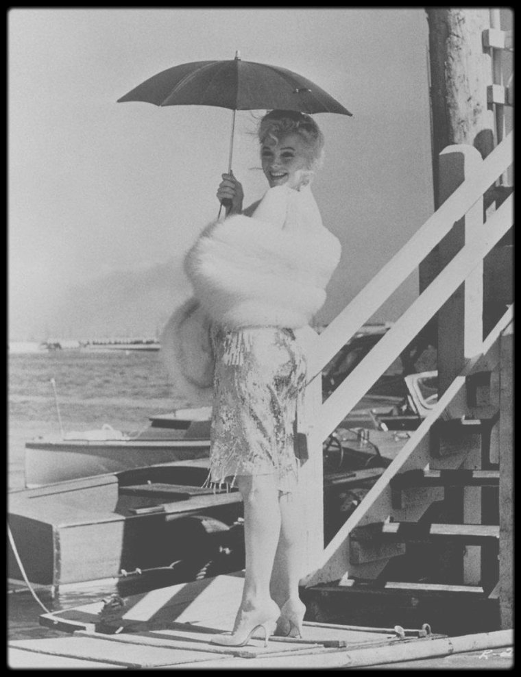 "1958 / Nouvelles photos du tournage du film ""Some like it hot""."
