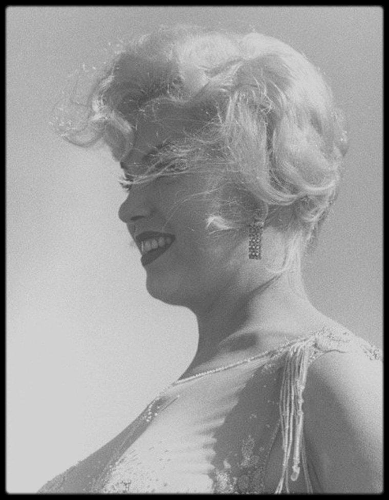 """1958 / Nouvelles photos du tournage du film """"Some like it hot""""."""