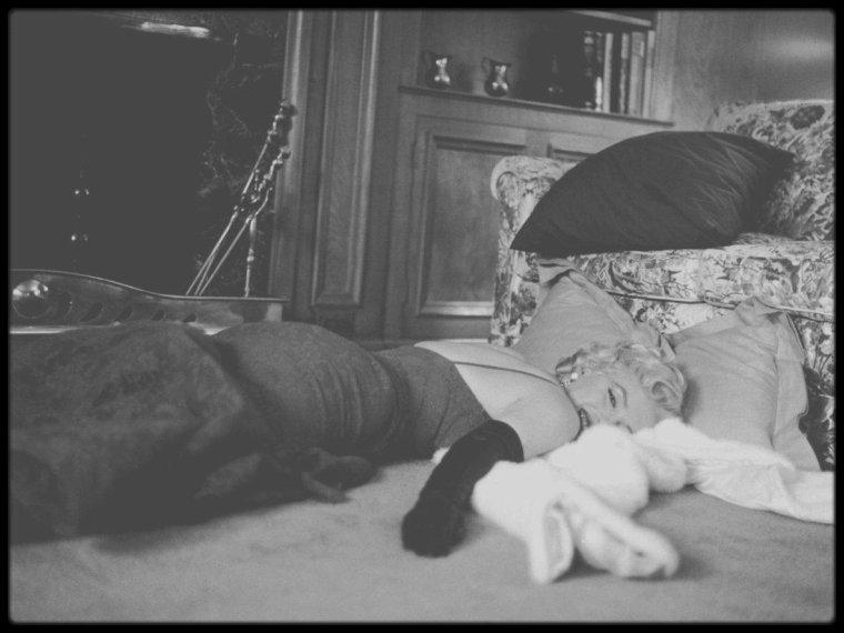 """8 Février 1956 / (Part III) Session photos de Gene LESTER, Marilyn se rendra plus tard à la Première de la pièce """"Middle of the night""""."""