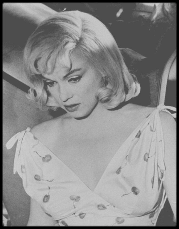 """1960 / Marilyn et Monty CLIFT lors du tournage d'une scène du film """"The misfits""""."""
