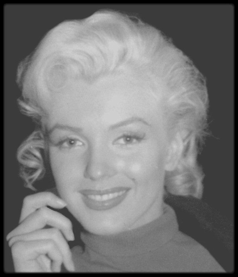 "RARE candid Marilyn on the set of ""All about Eve""."