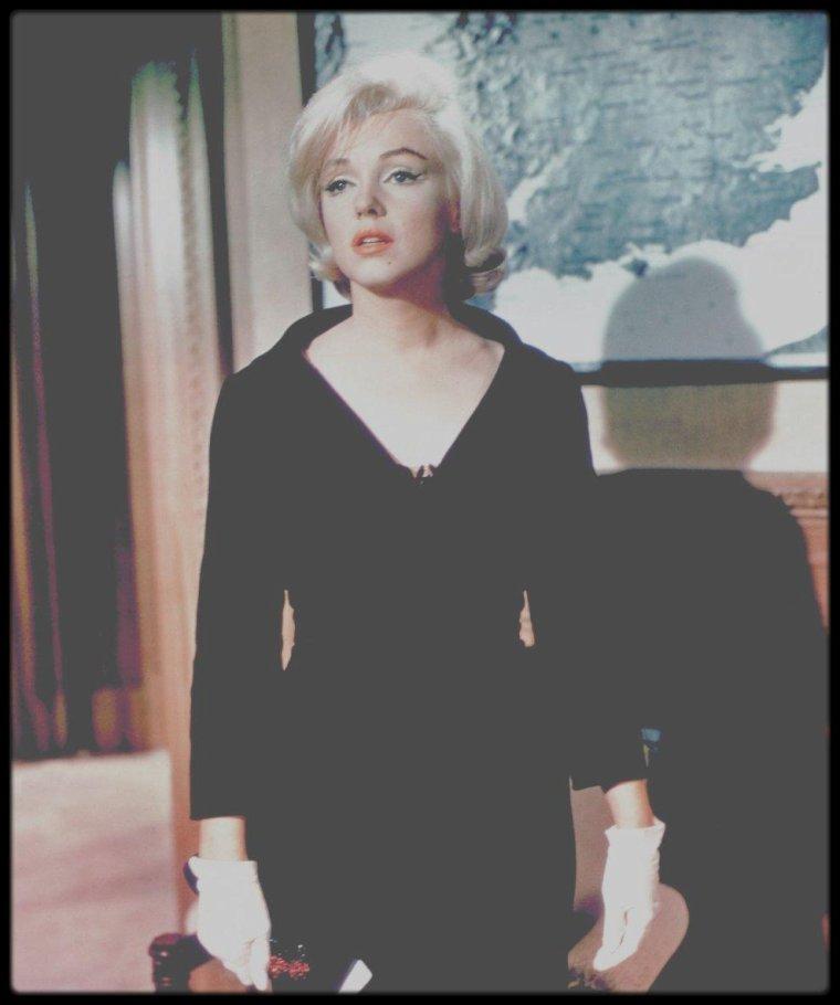 """1960 / MONTAND et Marilyn dans la dernière scène du film """"Let's make love""""."""