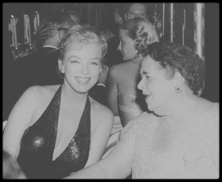 """11 Avril 1957 / (Part IV)  Robert H. MONTGOMERY Jr, un des avocats de MILLER, publia un communiqué expliquant que les """"Marilyn MONROE Productions"""" avaient été mal gérées par Milton GREENE et que ce dernier avait mal informé Marilyn de certains accords contractuels et qu'il menait des négociations secrètes sans son consentement. Elle allait par conséquent bientôt nommer un nouveau conseil d'administration. Le soir, ils assistèrent à la soirée de gala fêtant le 200ème anniversaire de la naissance de LAFAYETTE, au """"Waldorf Astoria"""" de New York, soirée intitulée """"Bal April in Paris"""". Elsa MAXWELL, Gérard PHILIPE, Françoise ARNOUL et Jean Marais, entre autres, étaient les invités Français de cette soirée."""
