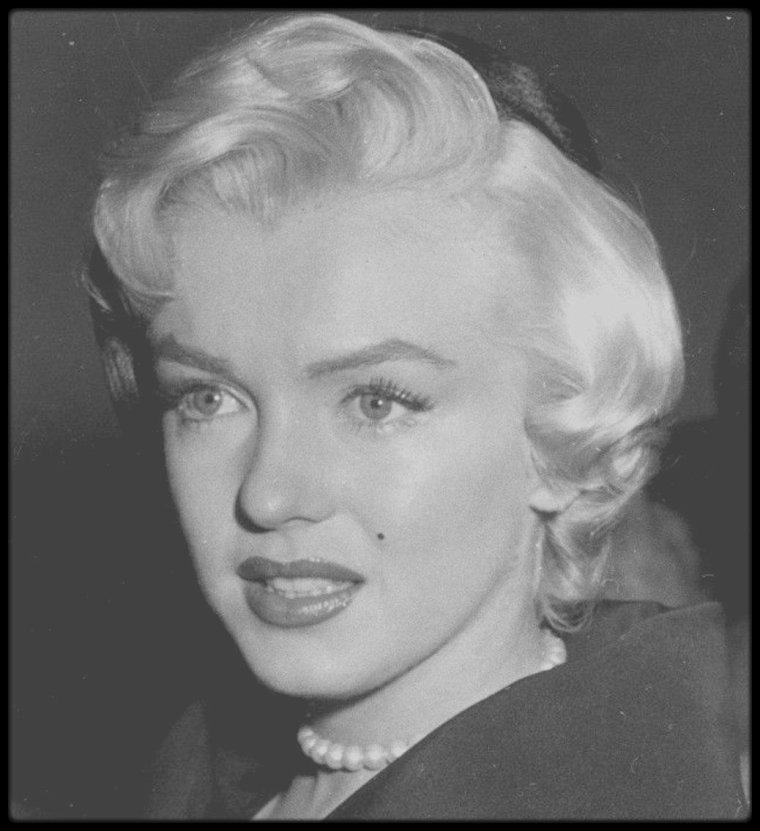 27 Octobre 1954 / (Part III) Marilyn au tribunal pour signer les papiers de divorce avec DiMAGGIO.