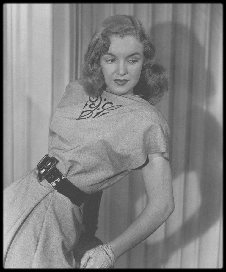 """1946 / Young Marilyn sous l'objectif du photographe Erwin STEINMEYER dit """"Steinie"""", alors qu'elle est mannequin à la """"Blue Book Models Agency""""."""