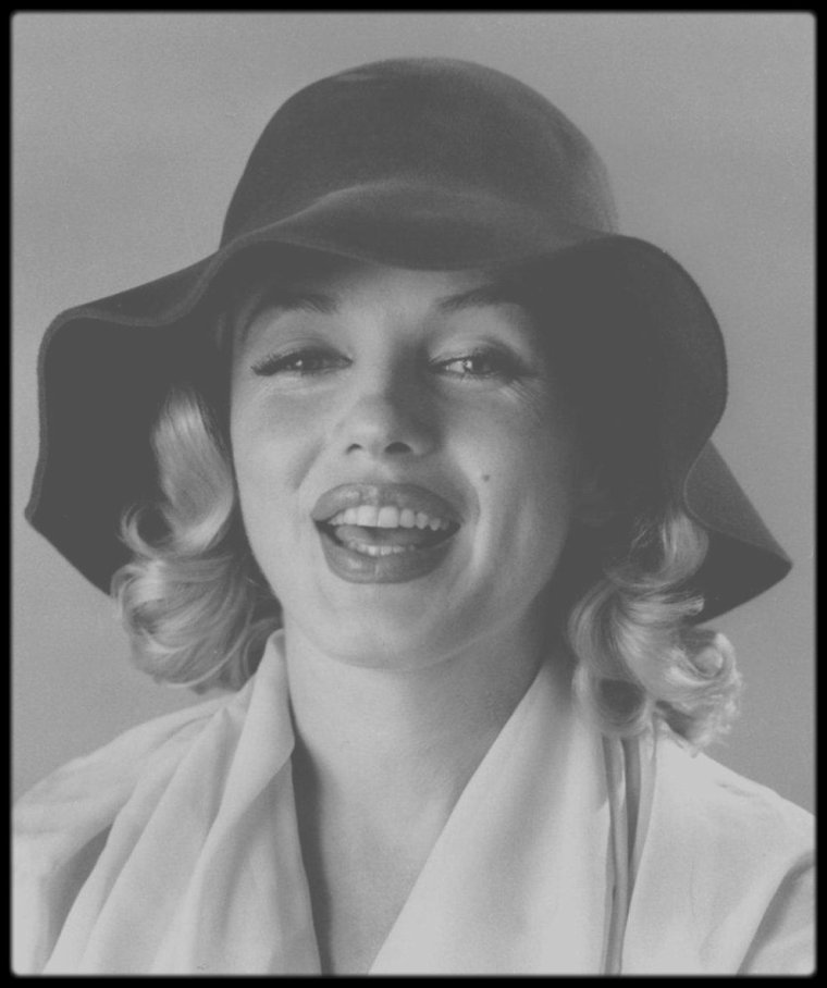 1958 / Marilyn sous l'objectif du photographe Carl PERUTZ.