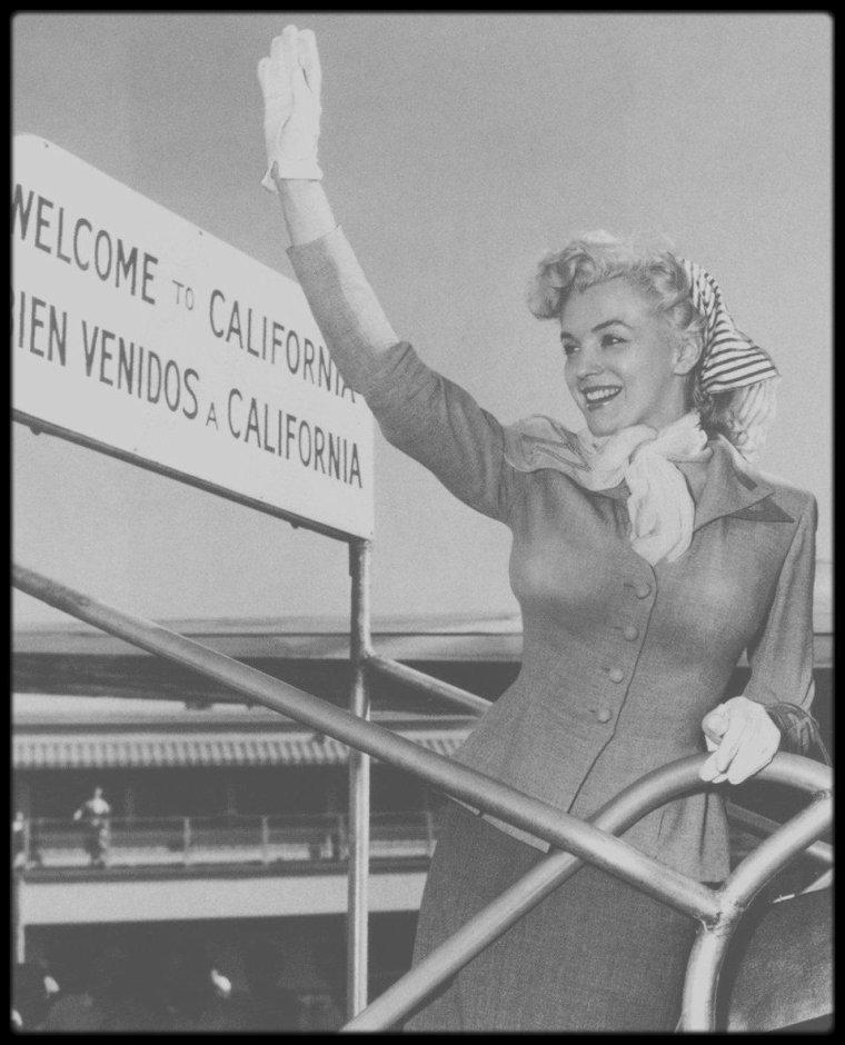 """1952 / Marilyn au départ de Los Angeles, en direction de New York puis Atlantic City, afin de promouvoir la sortie du film """"Monkey business"""". Elle y séjournera plusieurs jours."""