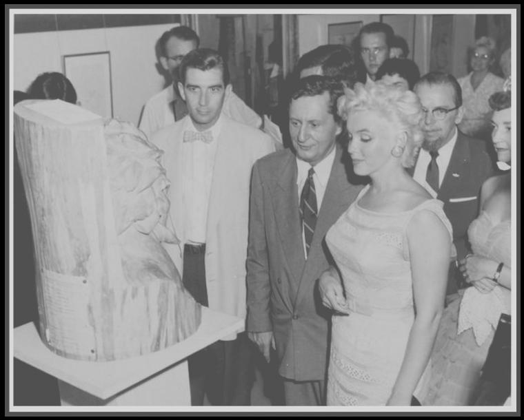 6 Août 1955 / (Part VI) Marilyn lors de son séjour à Bement, sous l'objectif de la photographe Eve ARNOLD, à qui Marilyn demanda de l'accompagner pour couvrir l'événement. (voir tag pour + d'infos sur l'article).