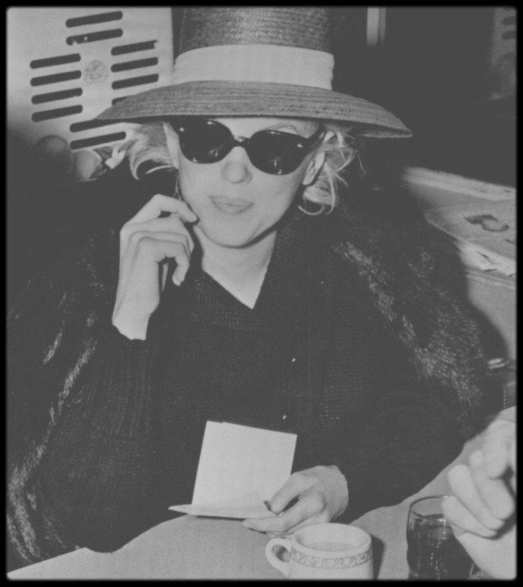 "1956 / RARE Marilyn en Idaho, lors du tournage du film ""Bus stop""."