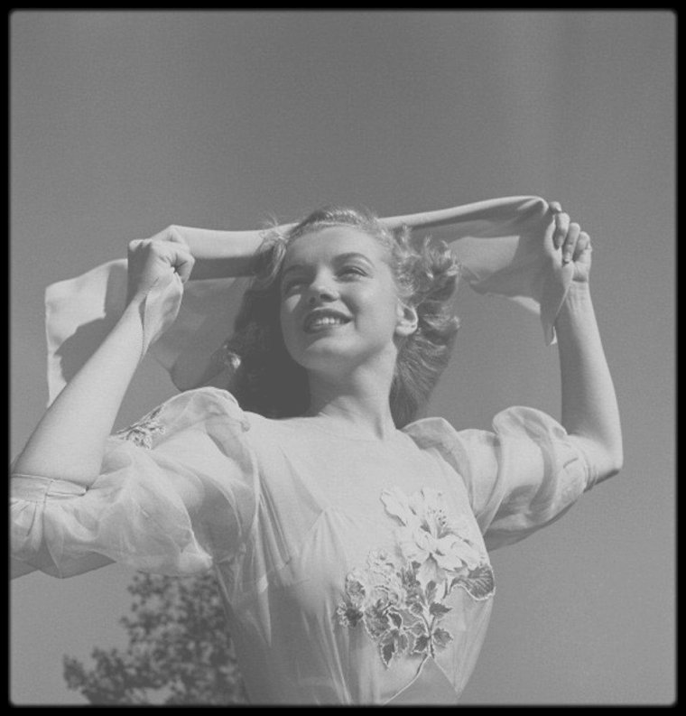 1947 / Young Marilyn sous l'objectif du photographe Earl THEISEN. (Part II).