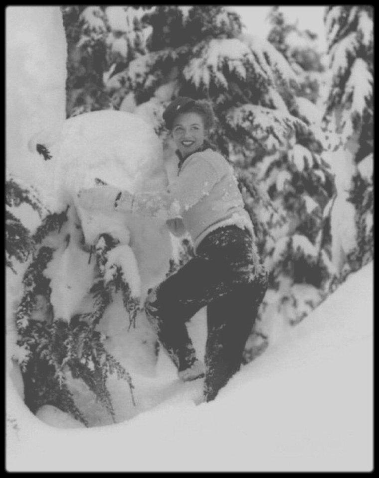 Aujourd'hui il neige sur ma ville... BELLE JOURNEE A TOUTES ET A TOUS !