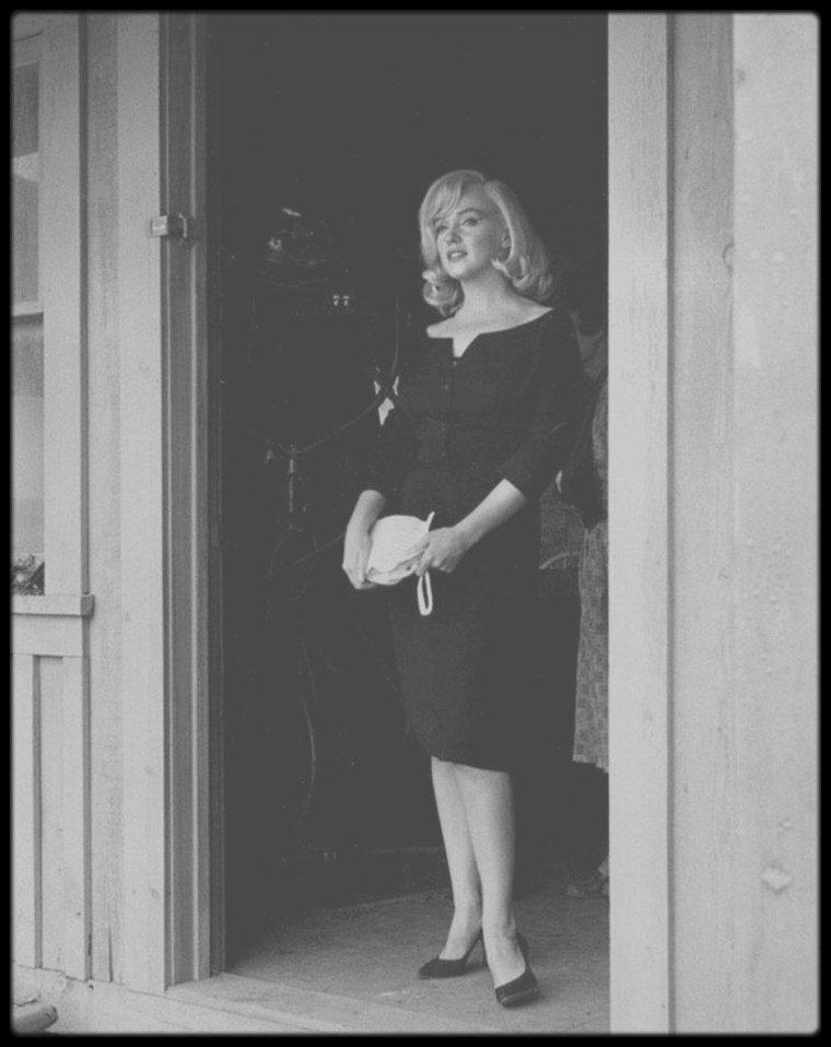 """1960 / NOUVELLES photos prisent lors du tournage du film """"The misfits"""", dédiées à mon amie Simona."""