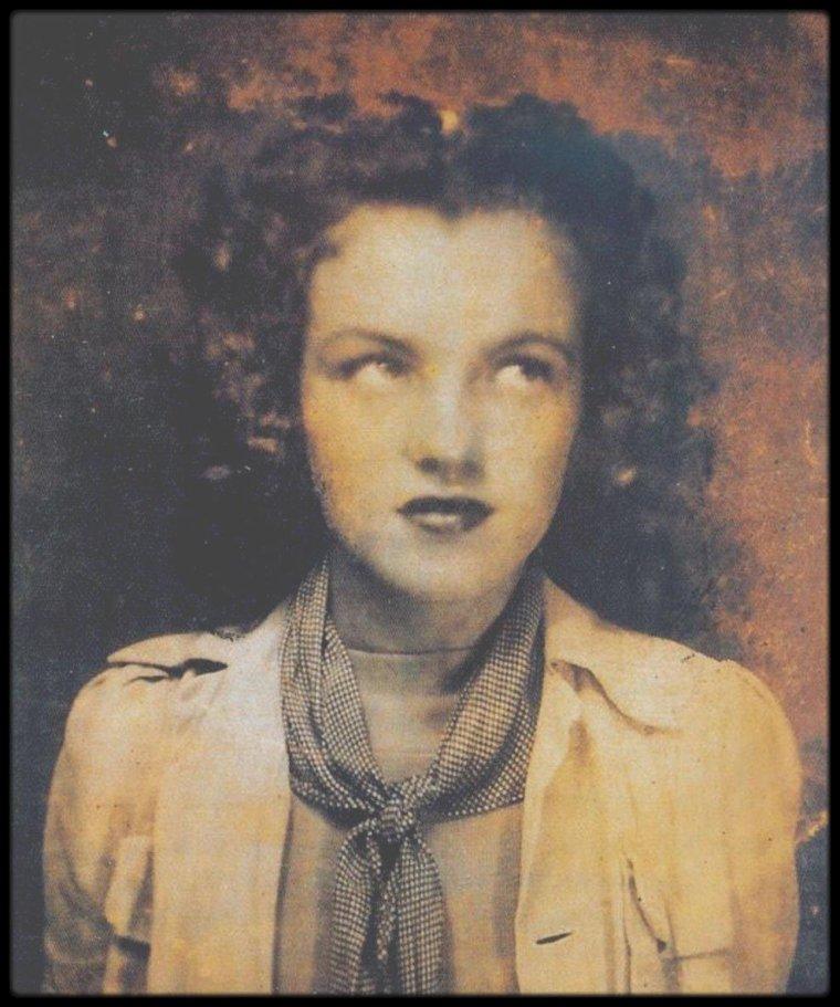 1937 / RARE portrait de Norma Jeane.