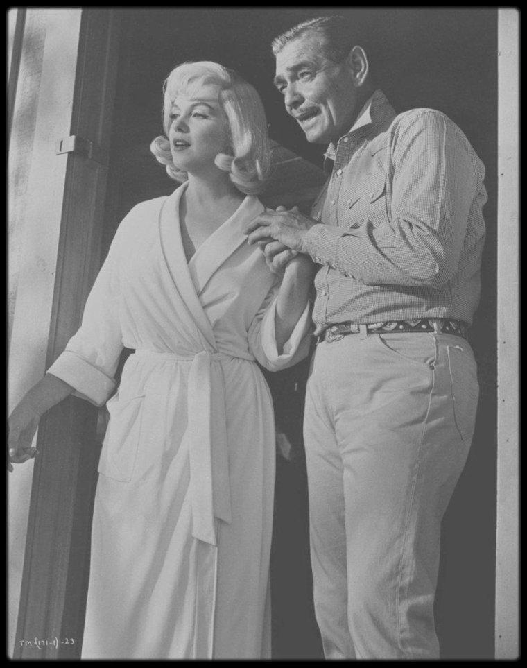 """1960 / (Part III) Marilyn et GABLE dans une des scènes du film """"The misfits"""", celle du petit déjeuner..."""