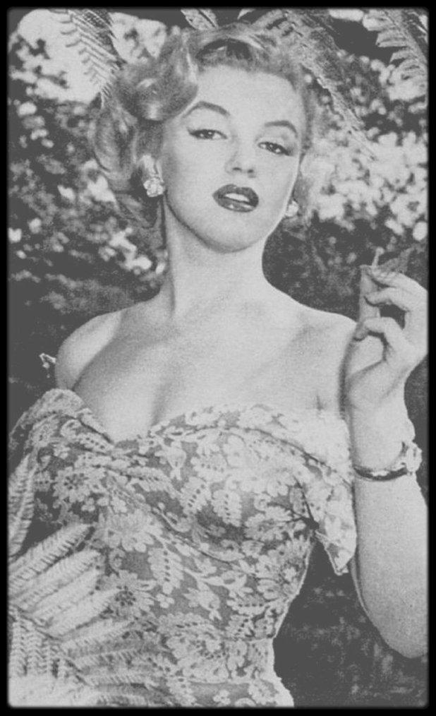 """1951 / RARE Marilyn sous l'objectif de Don ORNITZ, lors du tournage du film """"Let's make it legal""""."""