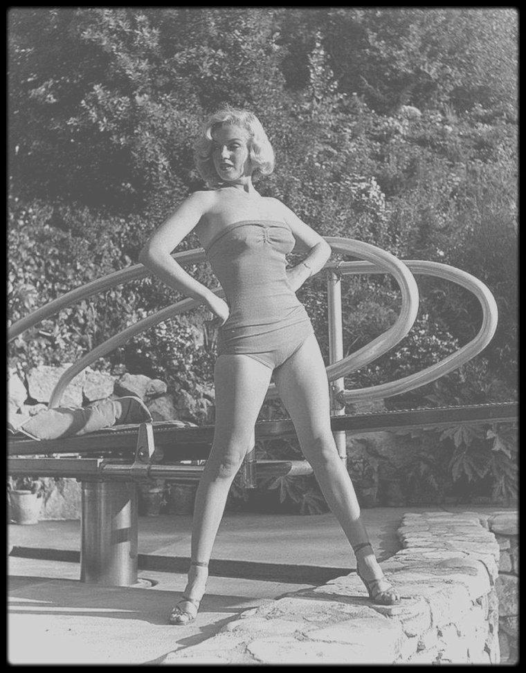 """1953 / Marilyn by John FLOREA. Elle tourne alors le film """"How to marry a millionaire""""."""
