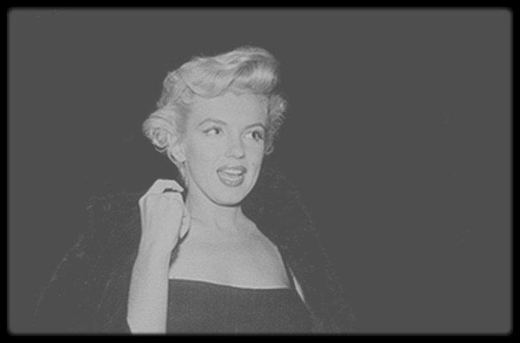 """4 Octobre 1954 / Marilyn et une pleiade d'artistes (voir listing des invités) assistent la la pré-projection du film """"There's no business like show business""""."""