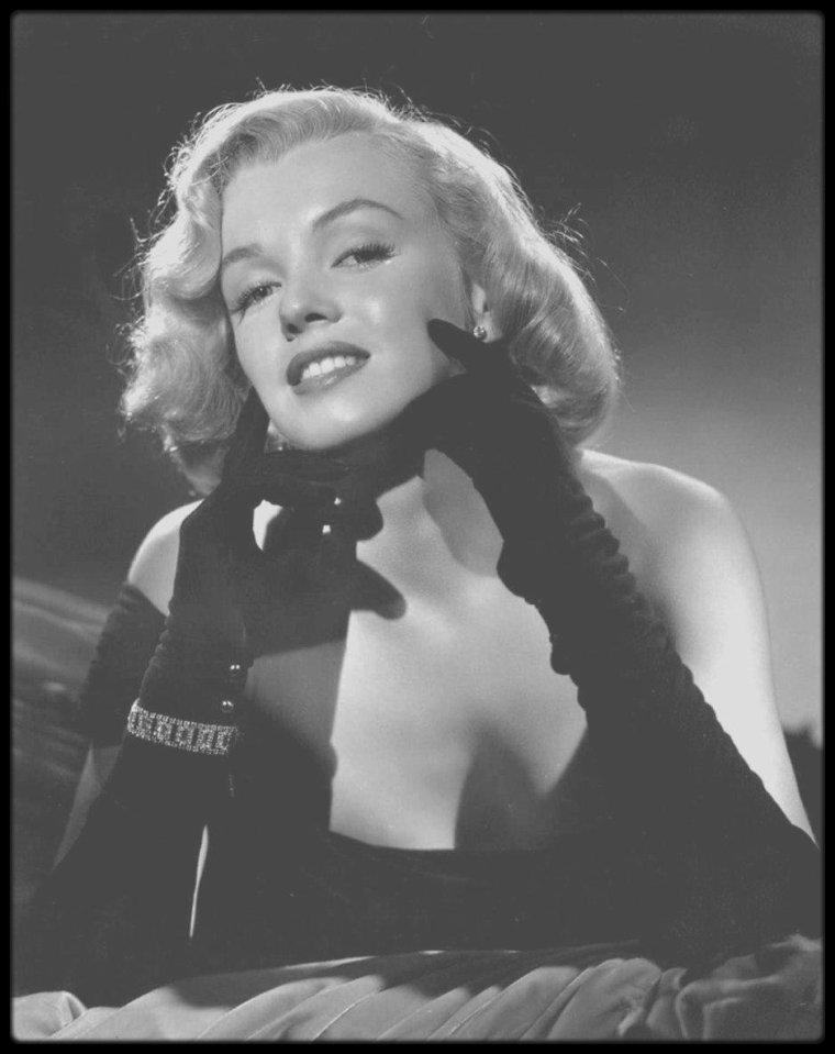 """1949-50 / Clichés publicitaires de Marilyn pour le film """"The Asphalt jungle"""" du photographe Frank POWOLNY. Le tournage du film débute en automne 1949 et sort sur les écrans en 1950."""