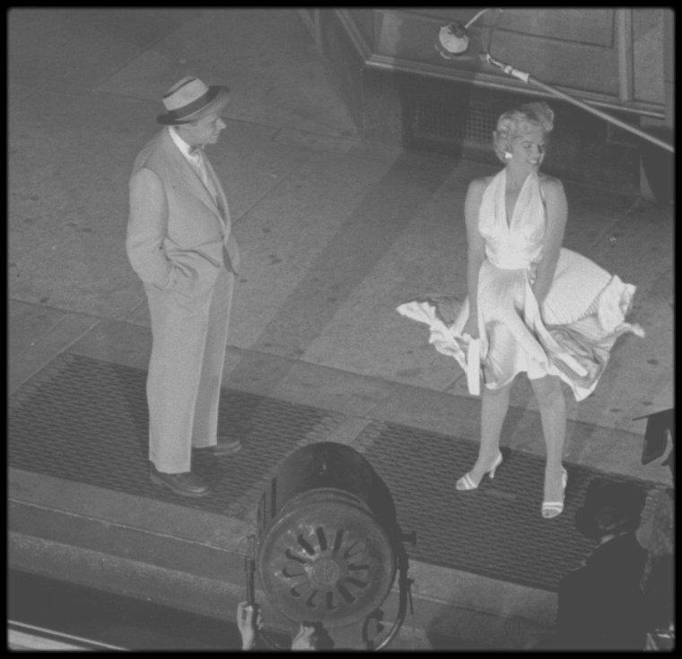 """1954 / FILM CULTE : """"The seven year itch"""" de Billy WILDER. / Récompenses : 1 prix et 1 nomination / Année de production : 1954 / Date de sortie DVD : 29/05/2001 / Date de sortie Blu-ray : 01/08/2012 / Date de sortie VOD : 22/05/2013 / Type de film : Long-métrage / Secrets de tournage 8 anecdotes (voir ci-dessous) / Box Office : France 1 236 164 entrées / Budget US$ 3,2 000 000."""