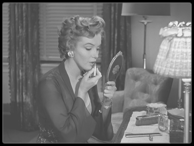"1952 / Mes captures d'écran d'une scène du film ""Don't bother to knock"" (également sur mon autre blog ""Wonderful Marilyn MONROE"")."