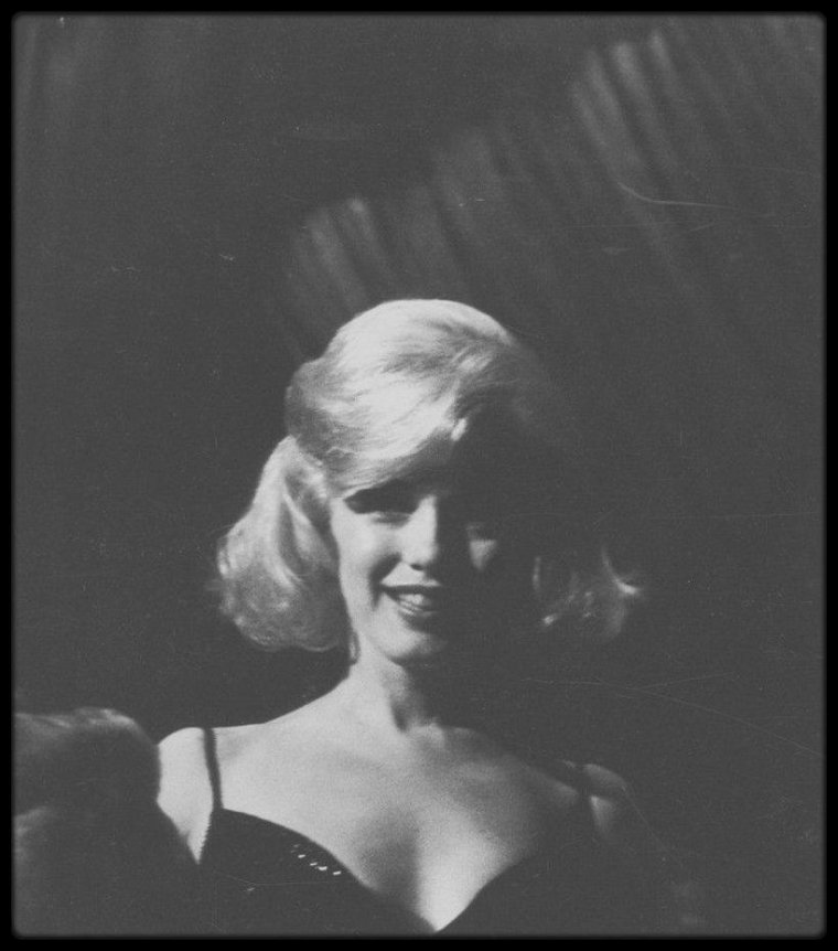 """13 Mars 1961 / RARE Marilyn lors du gala de charité organisé par les STRASBERG afin de récolter des fonds pour leur école d'acteurs, """"L'Actors Studio""""."""