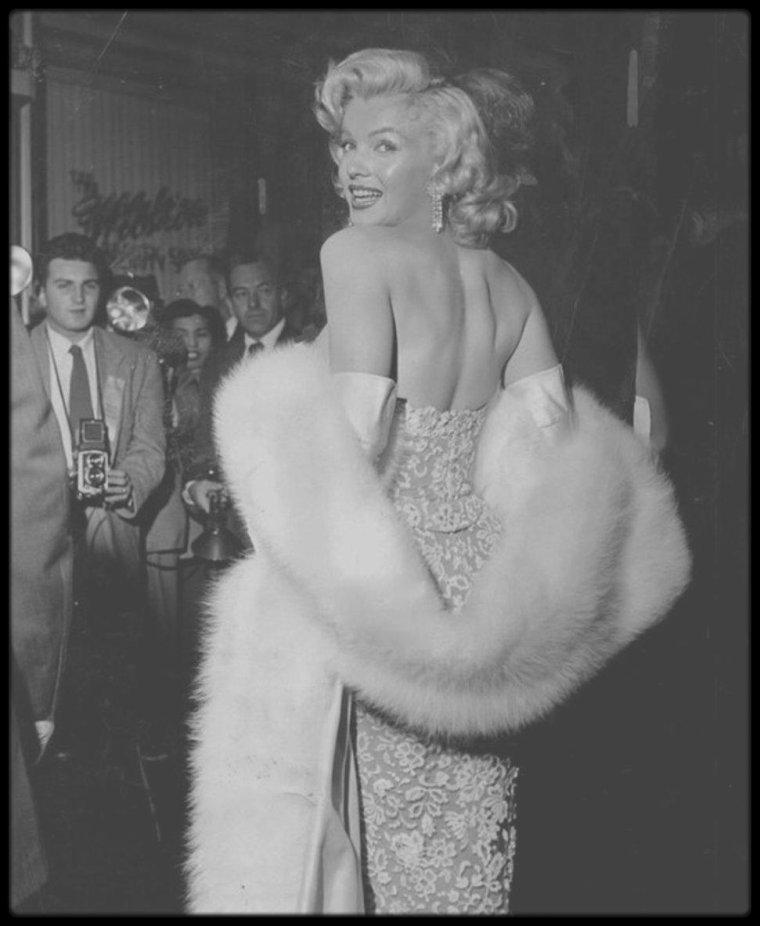 """4 Novembre 1953 / Arrivée des stars à la Première du film """"How to marry a millionaire"""" (voir tag pour + d'infos sur l'article)."""