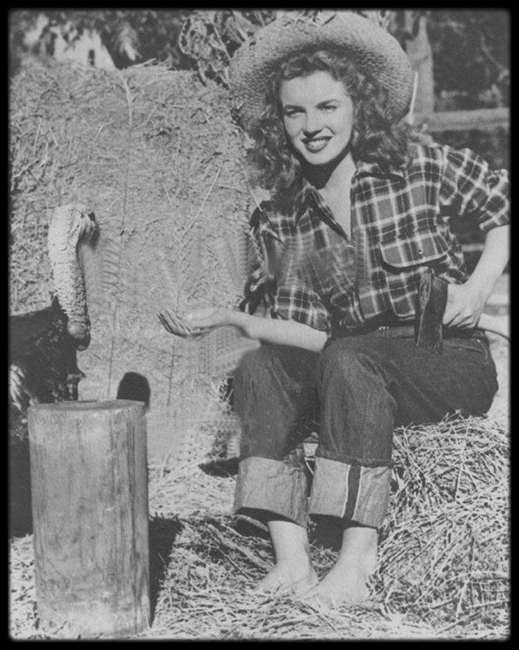 1945 / Young Norma Jeane by Potter HUETH.
