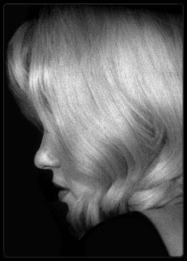 """1960 / TRADUCTION d'une interview de Marilyn par le journaliste Georges BELMONT pour le magazine """"Marie-Claire"""" ; à écouter et voir la video ! RARE ! (notamment pour la voix de Marilyn)."""