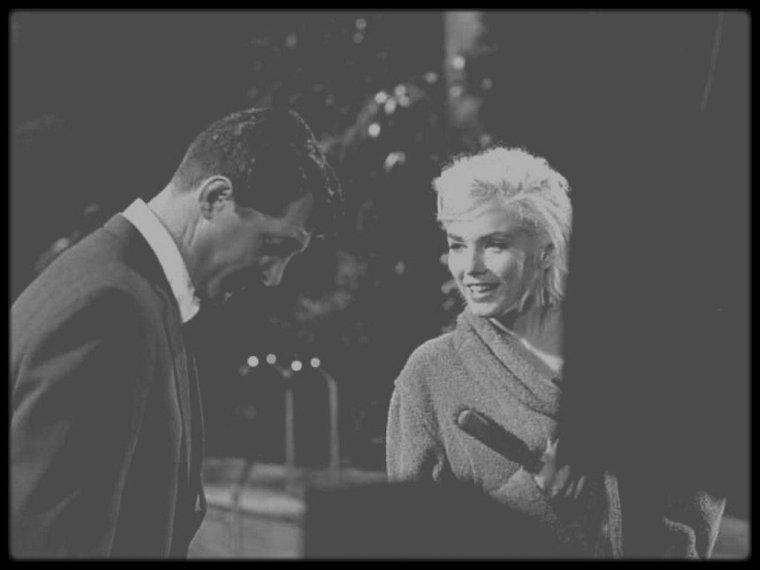 """1962 / Marilyn et Dean MARTIN lors des répétitions d'une scène du film inachevé """"Something's got to give""""."""
