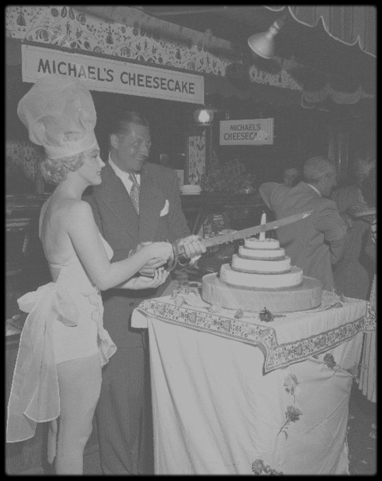 "3 Août 1951 / (Part II) Marilyn élue ""Miss cheesecake 1952""."