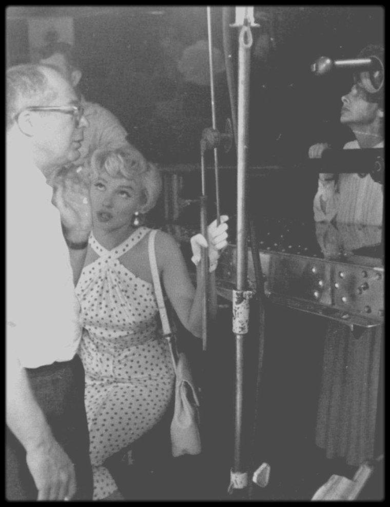 """1954 / Marilyn lors du tournage d'une scène du film """"The seven year itch""""."""
