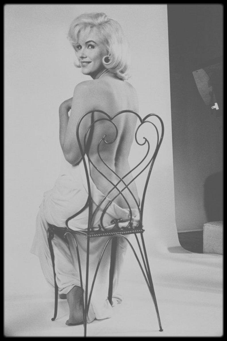 """1960 / Session photos studio de Marilyn par Eve ARNOLD alors qu'elle tourne le film """"The misfits""""."""
