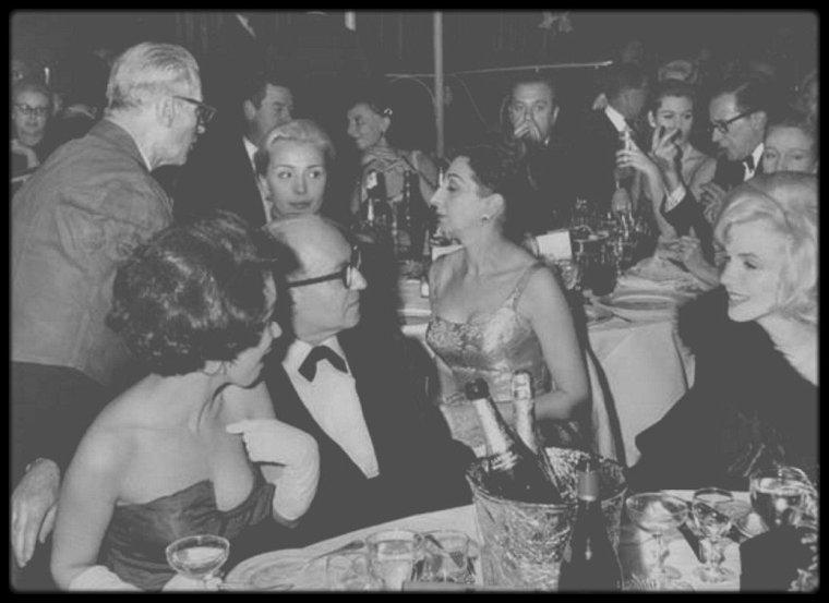 """13 Mars 1961 / LES NEWS de Marilyn lors d'un gala de charité organisé par les STRASBERG, dont les bénéfices des ventes de divers objets (Marilyn met ce soir là en vente sa veste de vison) et autres dons, seront reversés à la célèbre école d'acteurs, """"l'Actors Studio""""."""