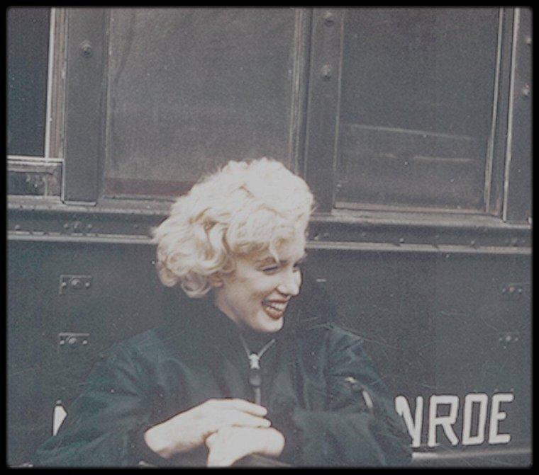 1954 / LES RARES de Marilyn lors de son séjour en Corée. (instantanés pris par des G.I.'s).