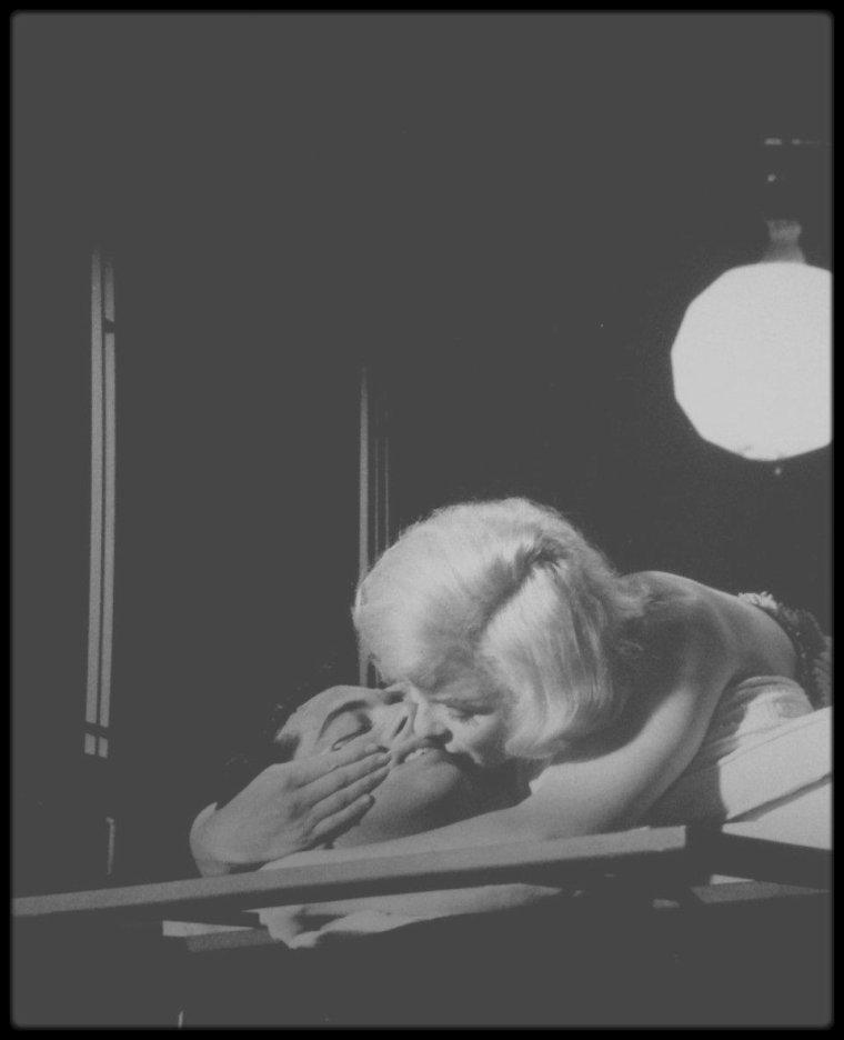"""1960 / (Part III) Sur le tournage d'une scène du film """"Let's make love"""", notamment avec Frankie VAUGHAN."""
