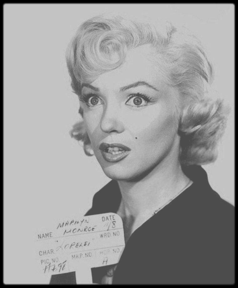 """1952 / Essais coiffures et costume pour le film """"Gentlemen prefer blondes""""."""