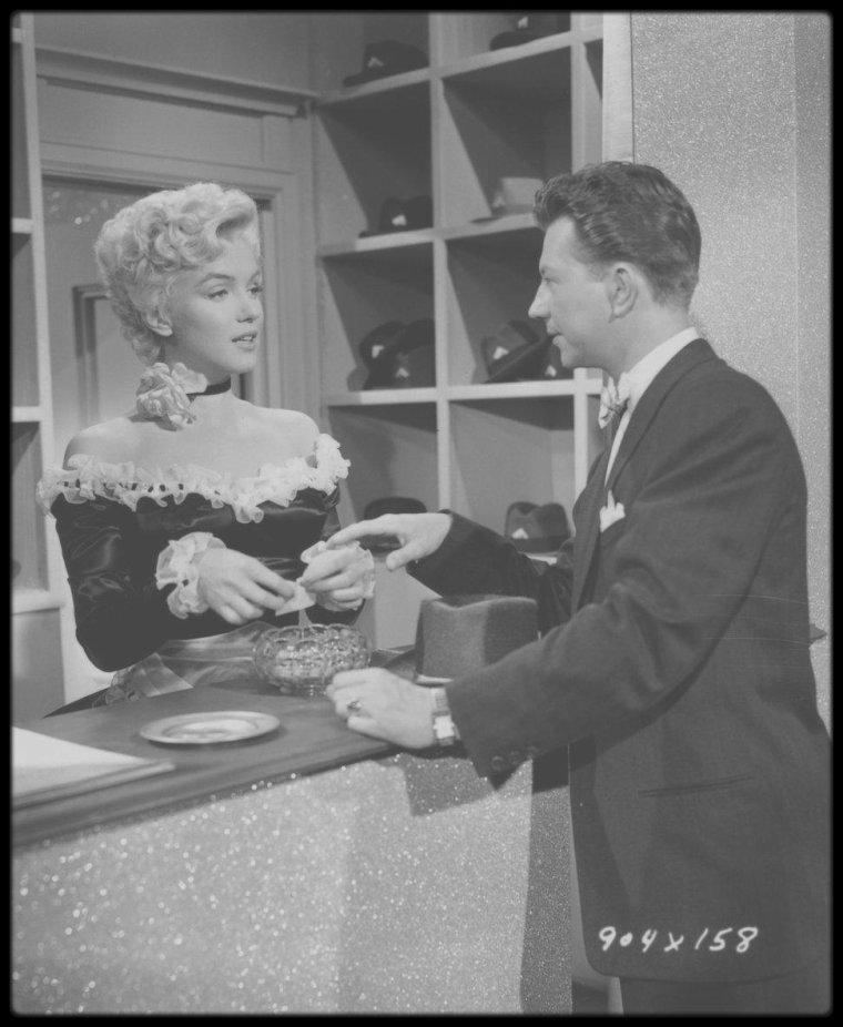 """1954 / Quelques tenues principales signées par le costumier et ami de Marilyn, William TRAVILLA, qu'elle porte dans le film """"There's no business like show business""""."""