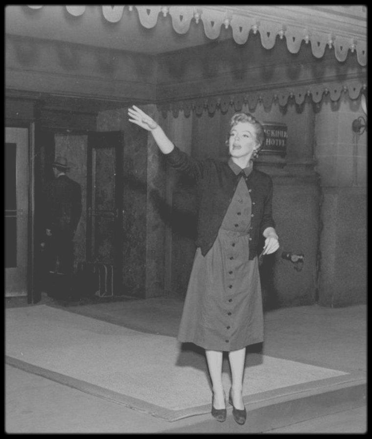 """1952 / Un rôle dramatique dans ce film (le meilleur selon certains critiques et autres fans) de Roy Ward BAKER, """"Don't bother to knock""""."""