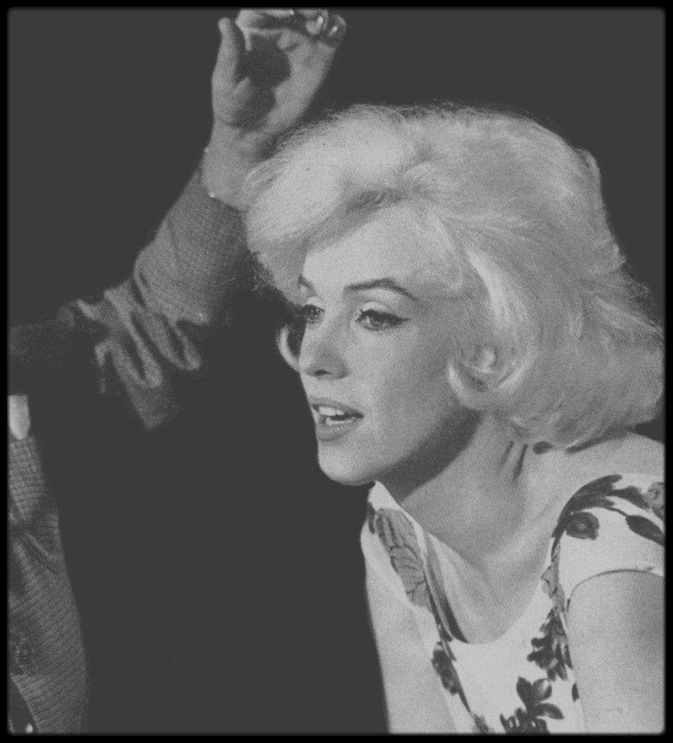 """1962 / NOUVELLES IMAGES du dernier tournage éprouvant du film inachevé de Marilyn, du réalisateur George CUKOR, """"Something's got to give""""."""