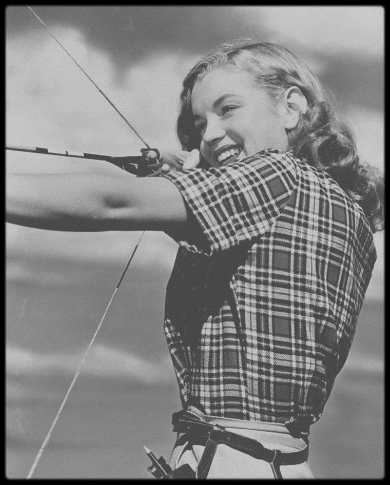1946 / Quand la jeune Norma Jeane pose pour le photographe Joseph JASGUR...