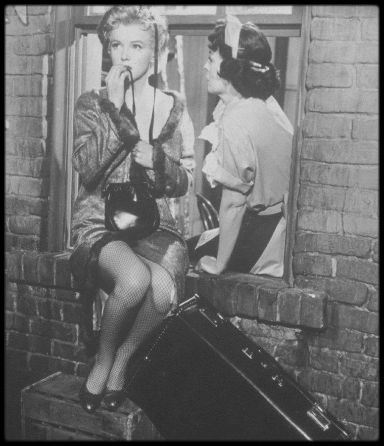 """1956 / Sur le tournage du film """"Bus stop"""" par Milton GREENE."""
