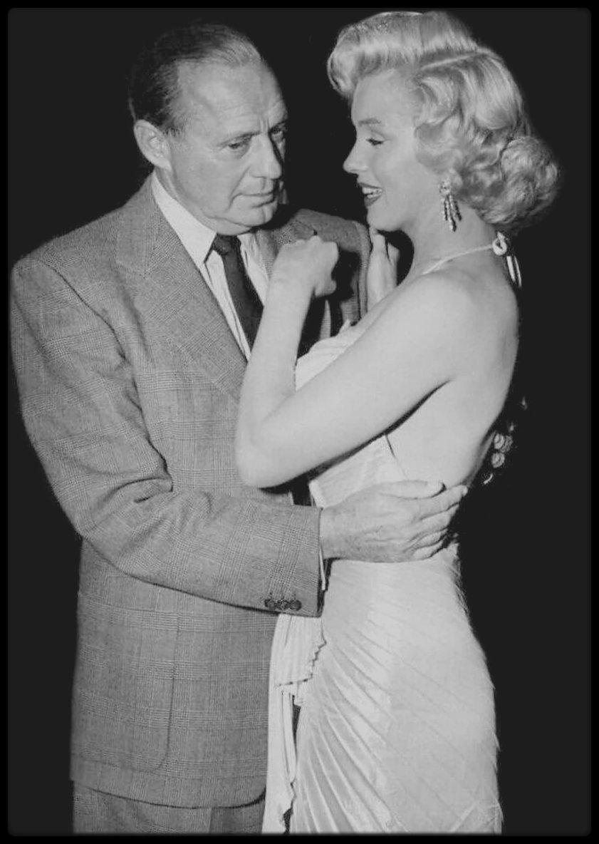 """4 Décembre 1953 / Gala de bienfaisance pour les enfants, au """"Shrine Auditorium"""" à Los-Angeles, où Marilyn est conviée avec entre autres stars, Jack BENNY, Bob HOPE ou encore Danny THOMAS. (Photos Phil STERN)."""