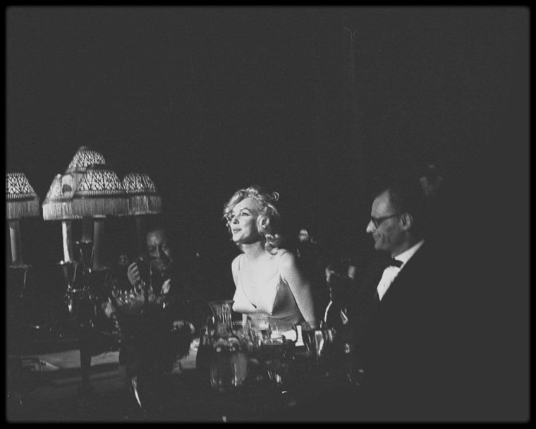 "13 Juin 1957 / BONUS PHOTOS / Marilyn, MILLER et Jack WARNER, lors de la Première de ""The Prince and the showgirl""."