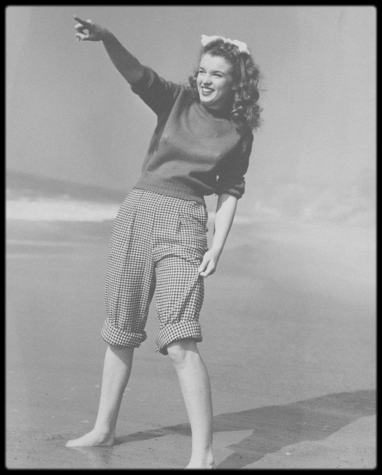 1945 / Young Norma Jeane by Andre DE DIENES. (nouvelles photos).