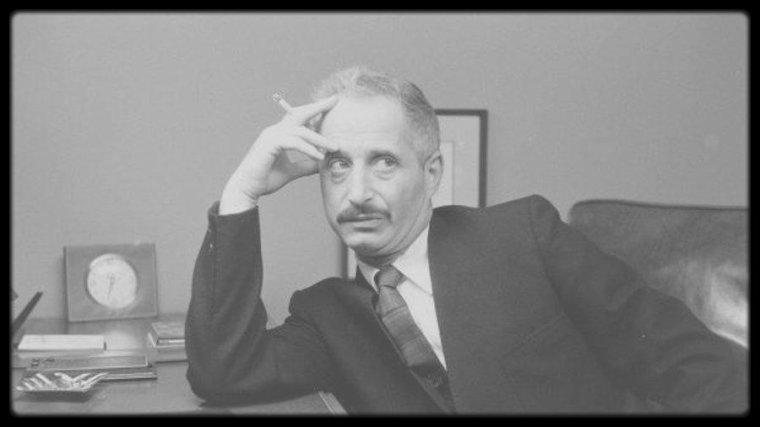 "1961 / Marilyn sortant du ""Columbia Presbyterian Hospital"". (Lettre au Docteur Ralph GREENSON)."
