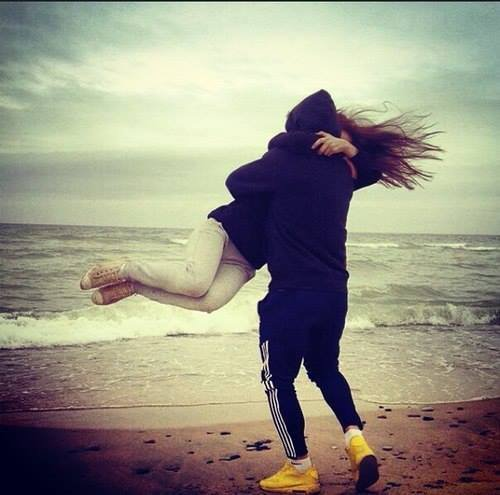"""""""Si tu as besoin de moi, n'hésite pas je serais la pour toi """" c'est se que tout le monde dit, mais au final il y a jamais personne"""""""